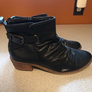Size 11 Bare Traps Booties